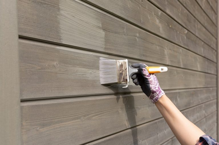 Painting House Exteriors with Confidence